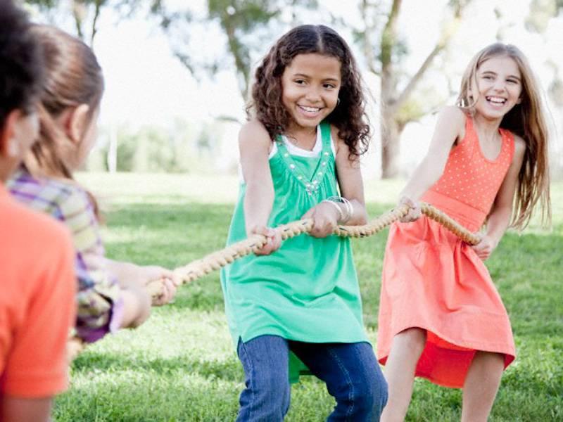 Criança brincando ao ar livre