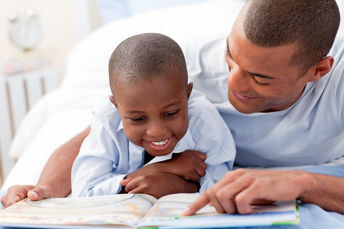 Criança praticando leitura