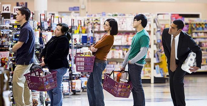 Filas enormes em supermercados