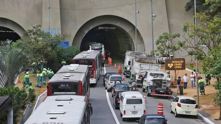 Viaduto em São Paulo - Implantação do projeto Cidade Linda